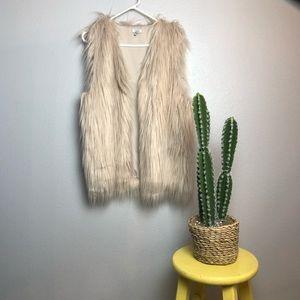 New Women's cream color Tobi Faux Fur vest medium